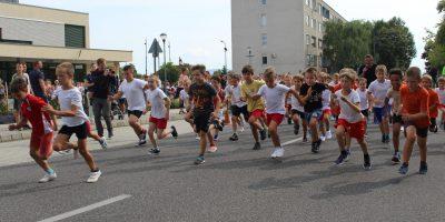Általános- és középiskolások álltak rajthoz a FÖLDÖNfutók futóversenyen fotó:hg