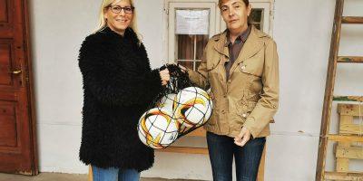 Jó helyre kerültek az ajándék labdák fotó: Facebook
